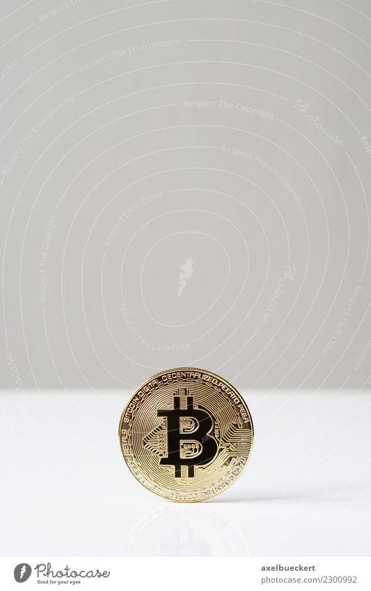 Bitcoin Münze mit Textfreiraum Wirtschaft Kapitalwirtschaft Börse Business Informationstechnologie Internet trendy Kryptowährung Medienrummel Hintergrundbild