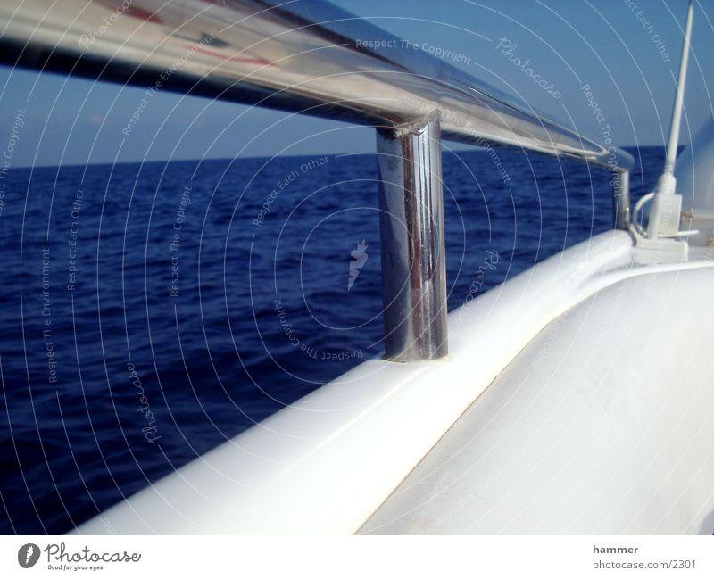 Meeresblick weiß blau Wasserfahrzeug glänzend Horizont Chrom