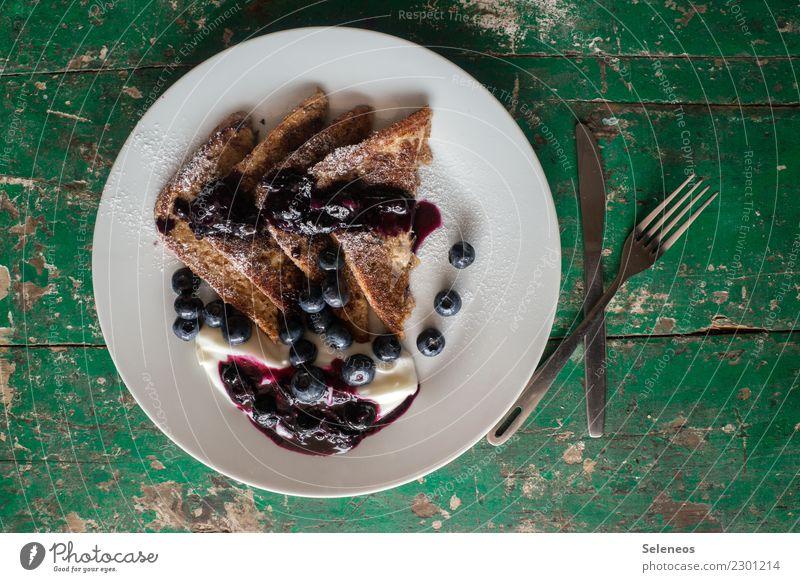 Schlemmerfrühstück Lebensmittel Joghurt Milcherzeugnisse Frucht Teigwaren Backwaren Brot Süßwaren Toastbrot French Toast Blaubeeren Puderzucker Ernährung Essen