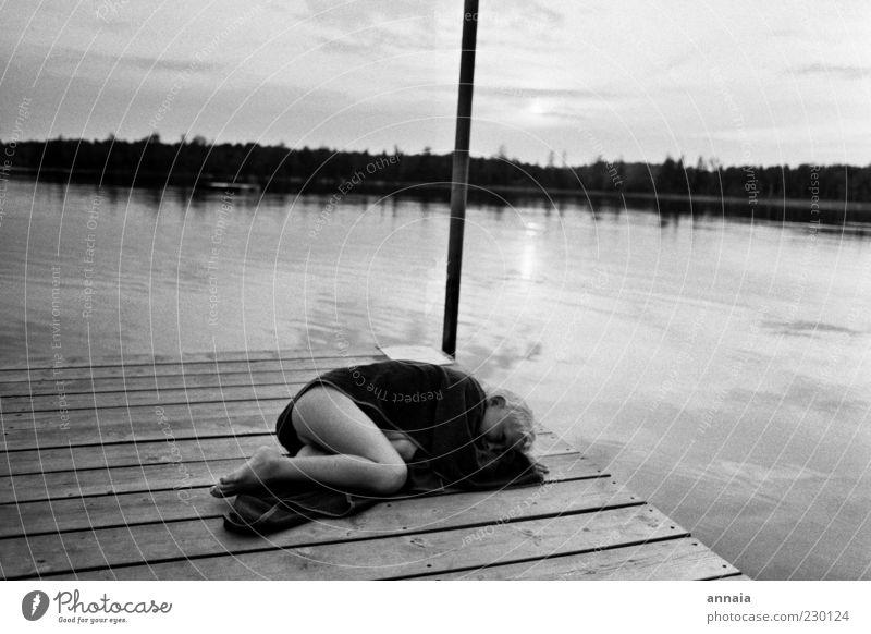 schlafen am See Mensch Natur Wasser Ferien & Urlaub & Reisen Sommer Freude Ferne Glück Kindheit Horizont Zufriedenheit Warmherzigkeit Frieden Liege