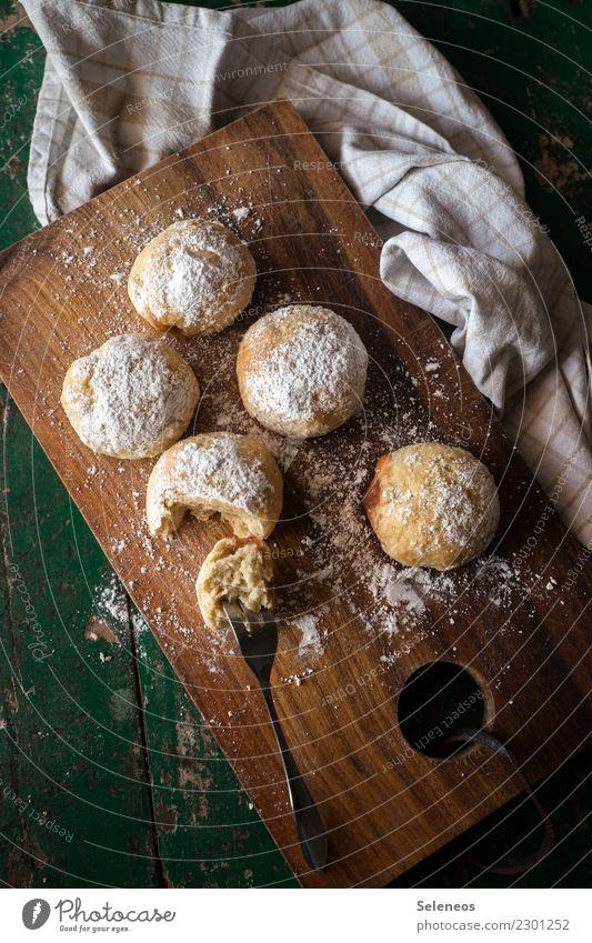 schlecker Essen Lebensmittel Ernährung süß Getreide Kuchen Dessert Backwaren Teigwaren Krapfen Gabel Kaffeetrinken backen Puderzucker
