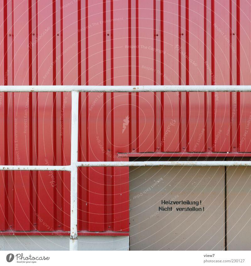 absolut sicher. alt rot Einsamkeit Farbe Wand Gebäude Mauer Metall Linie Tür Fassade frisch modern authentisch Schriftzeichen Streifen