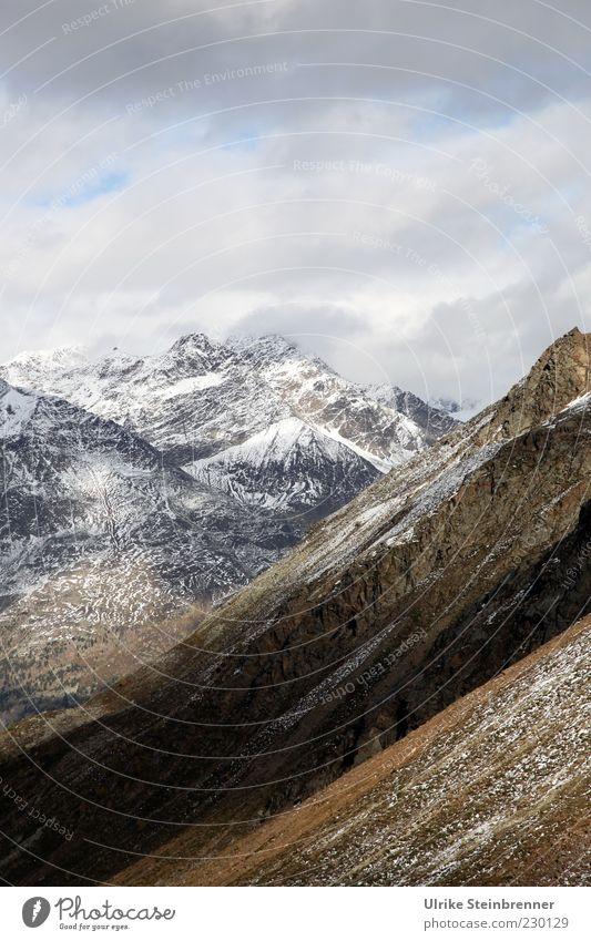 Herbst im Ötziland II Natur Einsamkeit Ferne kalt Schnee Landschaft Berge u. Gebirge Gras Felsen hoch groß Klima einzigartig Alpen Gipfel