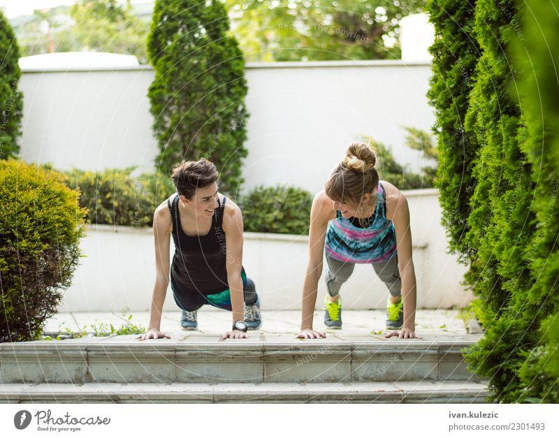 Paare von den Mädchen, die tun, drücken ups Lifestyle schön Körper Sport Yoga Mensch Frau Erwachsene Fitness Lächeln sportlich Freundlichkeit Fröhlichkeit