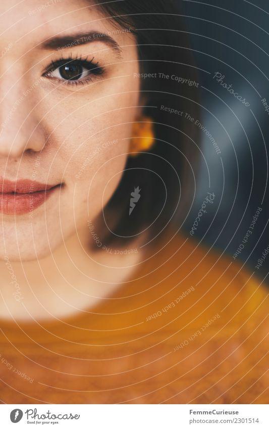 Half of the face of a beautiful young woman elegant Stil feminin Junge Frau Jugendliche Erwachsene 1 Mensch 18-30 Jahre schön attraktiv Gesicht Kopf kurzhaarig