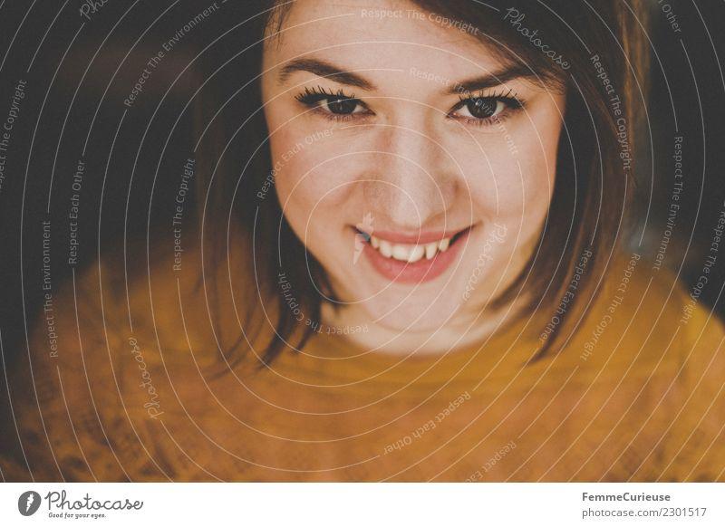 Portrait of a young smiling woman Lifestyle elegant Stil schön feminin Junge Frau Jugendliche Erwachsene 1 Mensch 18-30 Jahre Lächeln Glück Fröhlichkeit
