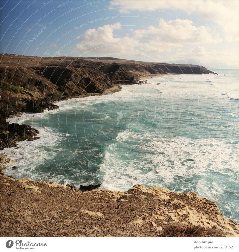 la pared Landschaft Sonne Sommer Schönes Wetter Wärme Dürre Hügel Felsen Wellen Küste Meer Atlantik Insel Fuerteventura Ferne Unendlichkeit Stimmung