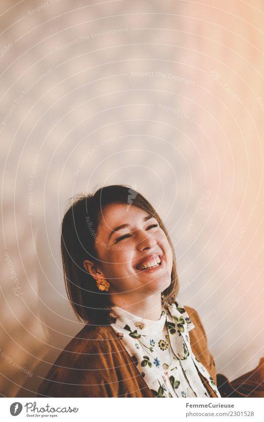 Young laughing woman in a room with play of light Lifestyle elegant Stil feminin Junge Frau Jugendliche Erwachsene 1 Mensch 18-30 Jahre schön Häusliches Leben