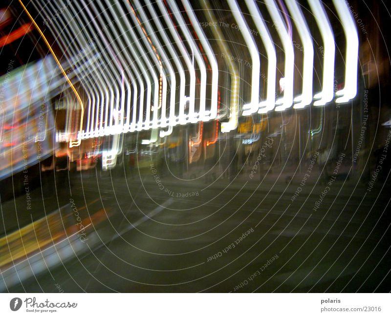 Lichterlinien Abend unklar Marktplatz Karlsruhe dunkel Lichtspiel Fototechnik hell Kontrast leuchten