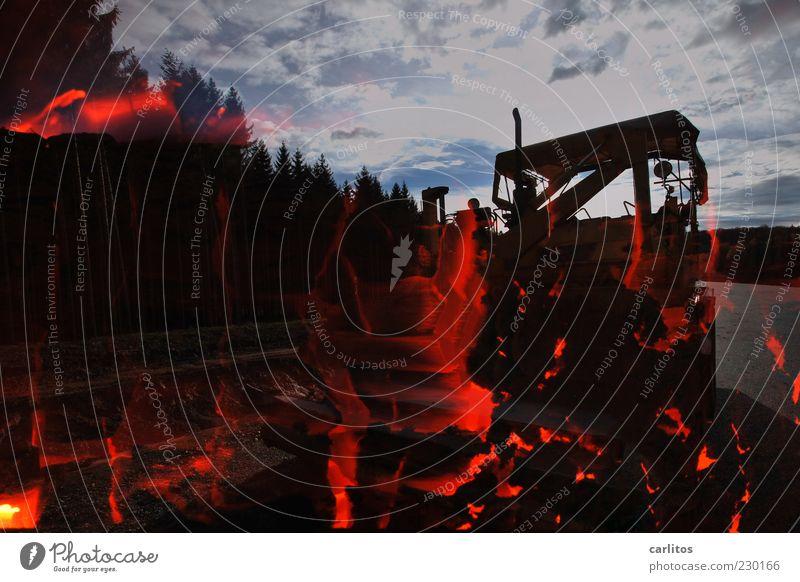 Doppelunterbelichtung rot schwarz Wald dunkel Wärme Energie Feuer gefährlich außergewöhnlich leuchten bedrohlich Technik & Technologie Urelemente Asphalt heiß brennen