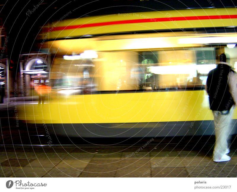 straßenbahn gelb Straßenbahn Fototechnik Mensch