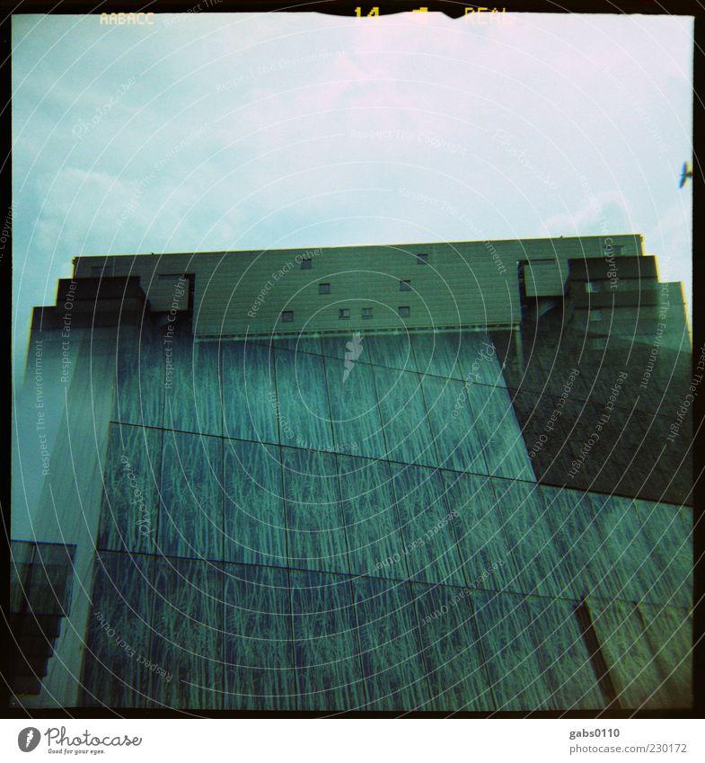 doppelt gemoppelt Himmel Wolken Hochhaus Gebäude Architektur Mauer Wand Fassade Dach dunkel hell modern blau grün schwarz weiß Utrecht Doppelbelichtung türkis
