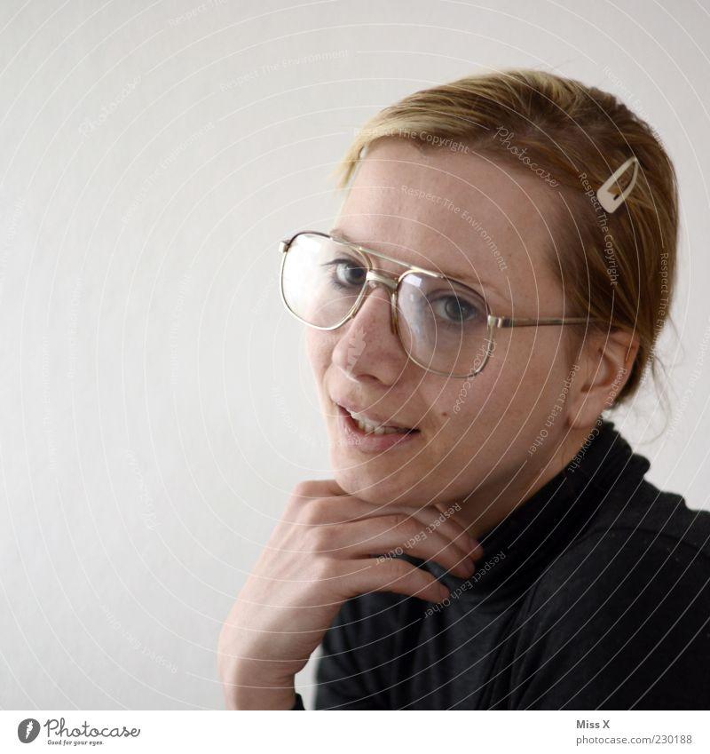 Miss Sexy Frau Mensch Jugendliche Erwachsene Gesicht feminin sprechen außergewöhnlich Brille einzigartig 18-30 Jahre bleich Freak Junge Frau klug hässlich