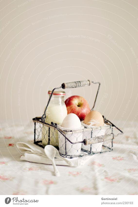 Breakfast to go Ernährung Lebensmittel Frucht frisch retro Apfel Frühstück Flasche Ei Bioprodukte Nostalgie Picknick Milch Schalen & Schüsseln altehrwürdig