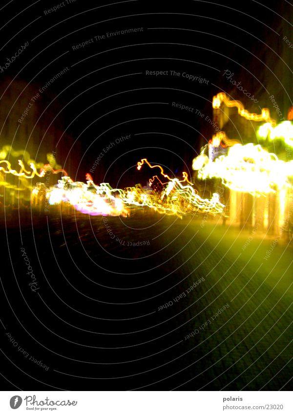 Straße in Kalsruhe Abend Licht Schaufenster unklar Marktplatz Karlsruhe dunkel Lichtspiel Fototechnik hell Kontrast leuchten