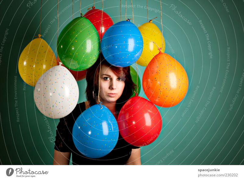Geburtstagsparty Mensch Jugendliche Einsamkeit Erwachsene Gesicht Auge feminin Haare & Frisuren Traurigkeit träumen Feste & Feiern Dekoration & Verzierung