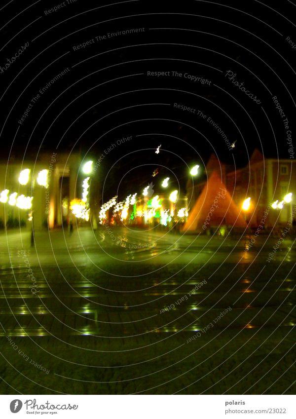 Marktplatz - Karlsruhe bei Nacht dunkel hell Lichtspiel Pyramide
