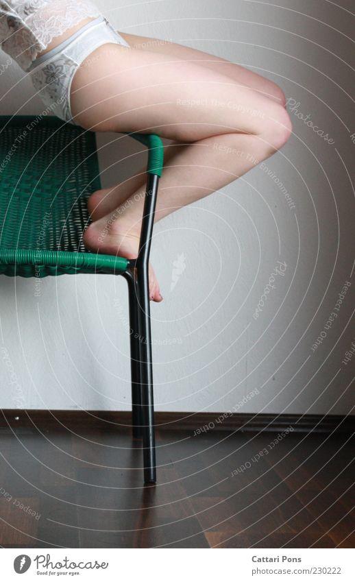 how to use a chair Mensch grün Freude feminin Wand Beine Fuß Körper sitzen Stuhl Stoff Gesäß Kunststoff dünn Kot Fitness