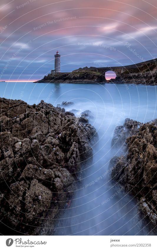 Leuchtturm Phare du Petit Minou in der Bretragne, Langzeitbelichtung Sehenswürdigkeit blau Brücke Felsen Wellen Schönes Wetter Himmel Küste Meer Unendlichkeit