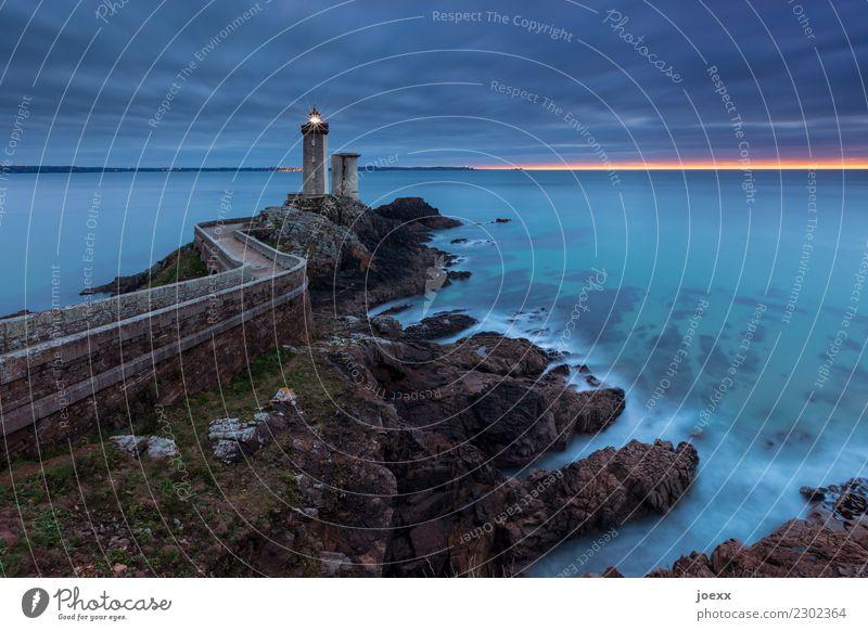Leuchtturm Phare du Petit Minou in der Bretragne, Langzeitbelichtung Pitit Minou Himmel Wolken Sonnenaufgang Sonnenuntergang Felsen Wellen Küste Meer Frankreich