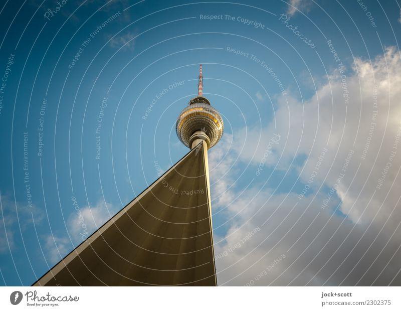 Berliner Punkt Sightseeing Architektur Himmel Wolken Schönes Wetter Berlin-Mitte Turm Bauwerk Sehenswürdigkeit Wahrzeichen Berliner Fernsehturm DDR eckig lang