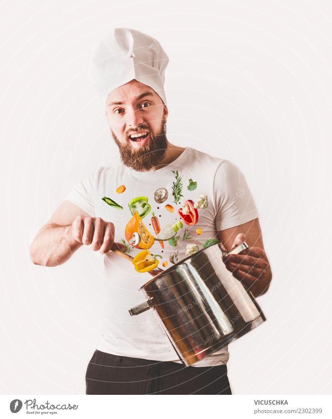 Koch mit Topf , Löffel und Gemüse Lebensmittel Ernährung Lifestyle Freude Gesundheit Gesunde Ernährung Freizeit & Hobby Küche Restaurant Mensch Junger Mann