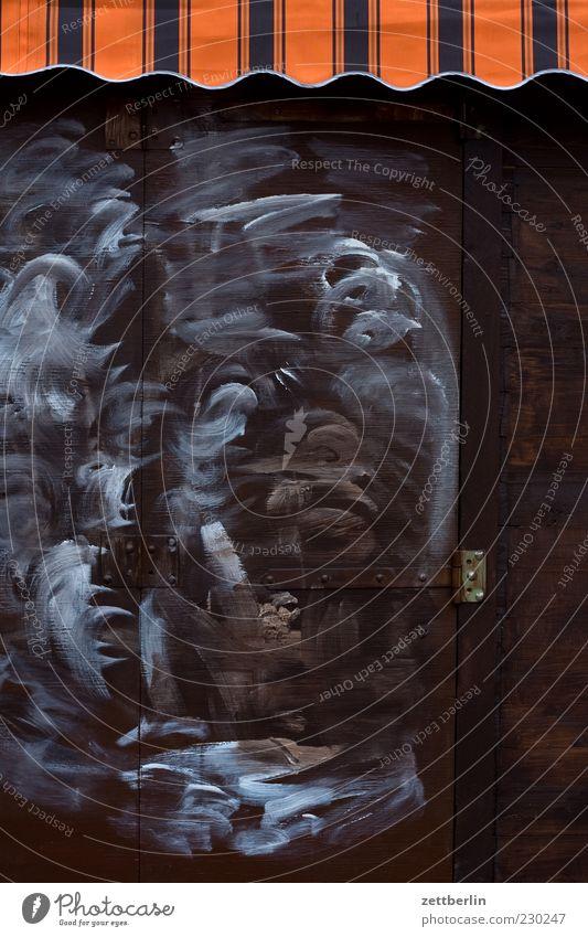 Kiosk Haus Holz Tür Fassade geschlossen Streifen Autotür Sauberkeit Tafel Dienstleistungsgewerbe Kreide Schloss Marktplatz Angebot Buden u. Stände