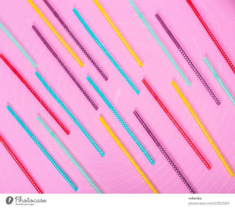 bunte Kunststofftube mit weißen Tupfen Feste & Feiern Tube hell oben weich gelb grün rosa Farbe Stroh Coctail farbenfroh Hintergrund Party trinken kreisen