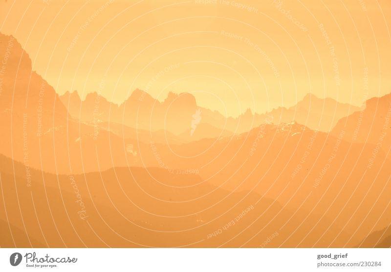 in die ferne schweifen Himmel Natur Wolken Einsamkeit gelb Umwelt Landschaft Gefühle Berge u. Gebirge Stimmung braun gold Nebel Klima einzigartig Alpen