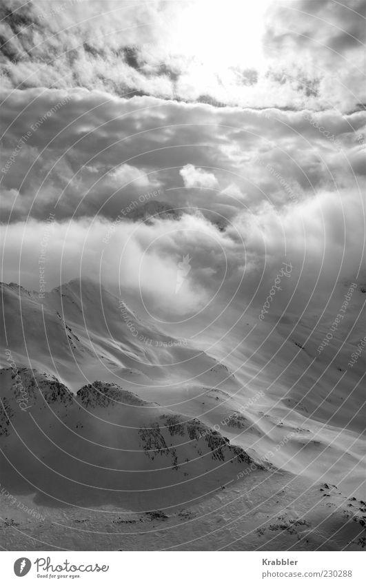 Berge/Wolken/Sonne Natur Winter Wolken Schnee Umwelt Landschaft Berge u. Gebirge Wetter Alpen Gipfel Schneebedeckte Gipfel Schwarzweißfoto Wolkenhimmel