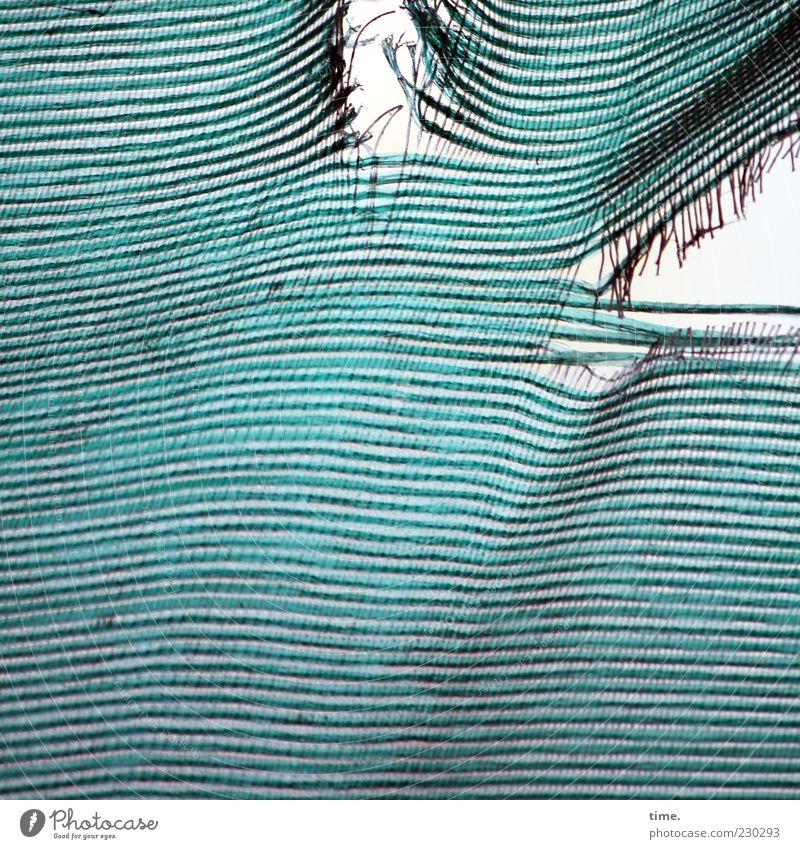 Belastungstest blau Linie Armut kaputt Wandel & Veränderung Stoff Schutz türkis Loch Vorhang Zerstörung Textilien verwittert Abnutzung gerissen Schaden