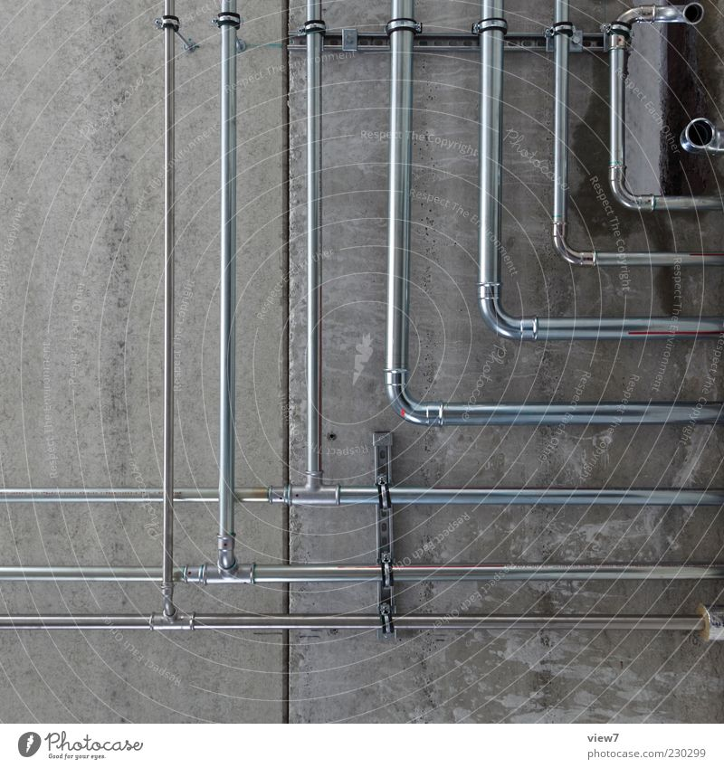 Leitungen ++ Wand grau Stein Mauer Metall Linie Fassade Beton modern Energiewirtschaft einfach dünn Eisenrohr Heizung Röhren