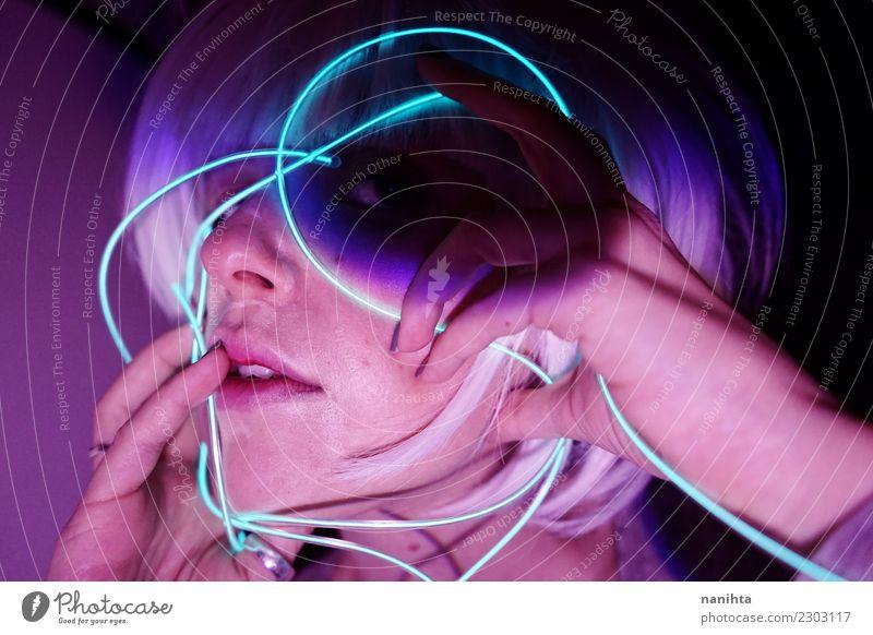 Abstraktes Porträt mit Neonlichtern Mensch Jugendliche Junge Frau dunkel 18-30 Jahre Gesicht Erwachsene Lifestyle feminin Haare & Frisuren Party Design modern