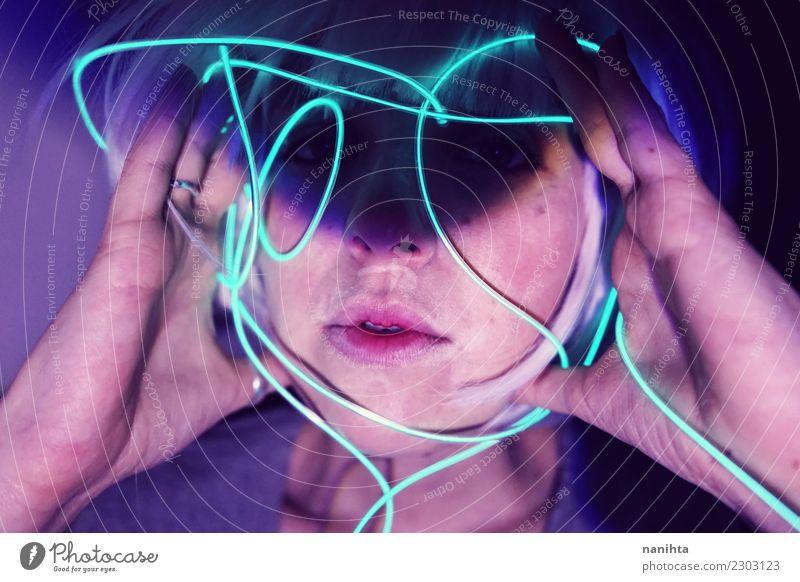 Abstraktes Porträt einer jungen Frau mit Neonlichtern Lifestyle Design exotisch Schminke Sinnesorgane Nachtleben Entertainment Party Veranstaltung