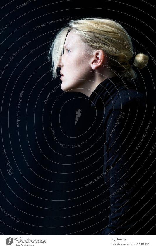 Pony Mensch Jugendliche schön ruhig schwarz Einsamkeit Erwachsene Gesicht Leben Haare & Frisuren Stil träumen blond elegant ästhetisch Lifestyle