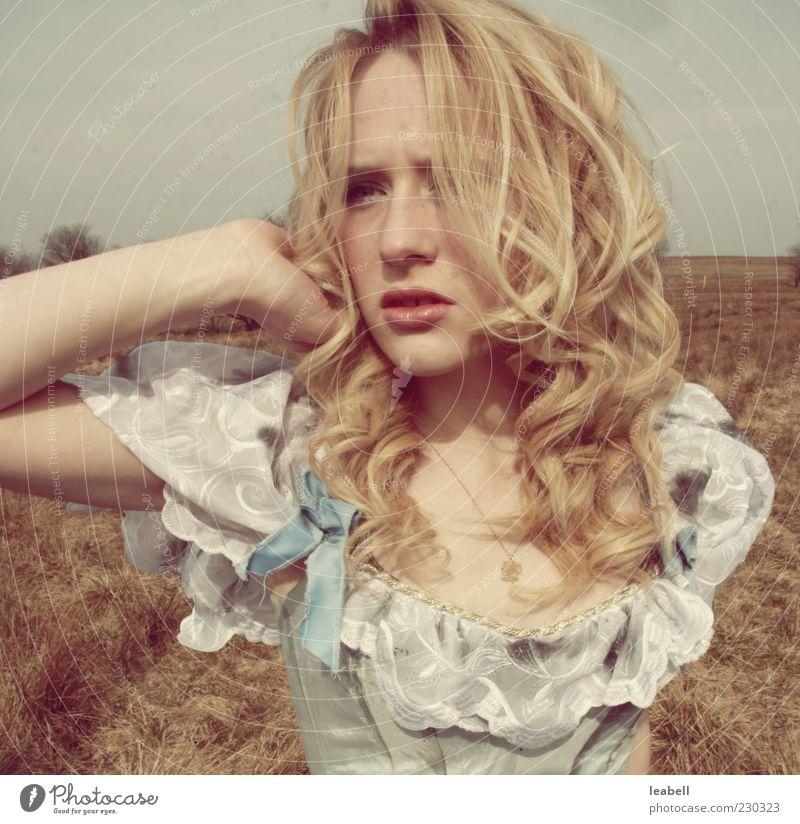 Barock des Herzens Mensch Jugendliche schön Erwachsene Gesicht Auge feminin Bewegung Haare & Frisuren Stil Mode blond Mund elegant Haut