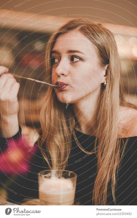 Young woman having a coffee in a café Frau Mensch Jugendliche Junge Frau blau 18-30 Jahre Erwachsene Lifestyle feminin Stil Freizeit & Hobby genießen Kaffee