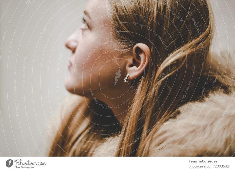 Young woman in profile elegant feminin Junge Frau Jugendliche Erwachsene 1 Mensch 18-30 Jahre schön blond Haare & Frisuren Ohrringe glatte Haare Wange Kopf