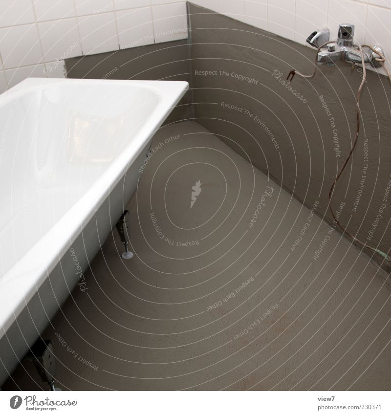 new one Wohnung einrichten Badewanne Raum Baustelle Handwerk Mauer Wand Beton authentisch einfach frisch modern neu positiv grau weiß Sanieren