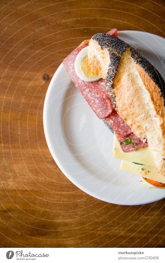 ein belegtes bitte Leben Lebensmittel Ernährung Pause genießen Kräuter & Gewürze Frühstück Teller Ei Duft Bioprodukte Brötchen Mittagessen Käse füttern