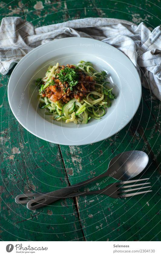 low carb Lebensmittel Gemüse Kräuter & Gewürze Zucchini Linsen Petersilie Ernährung Essen Mittagessen Abendessen Bioprodukte Vegetarische Ernährung Diät Teller