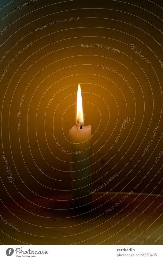 Der Letzte macht das Licht aus Stil Kerze Gefühle Romantik Sehnsucht Einsamkeit Erschöpfung ruhig brennen Flamme Erkenntnis leuchten Lichterscheinung Docht