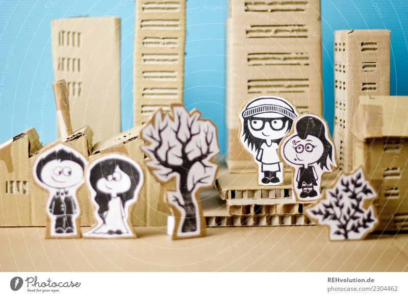 Pappland   Menschen in der Stadt Kindheit Jugendliche 4 Kunst Stadtzentrum bevölkert Haus Hochhaus Platz Lächeln stehen außergewöhnlich Coolness trendy braun
