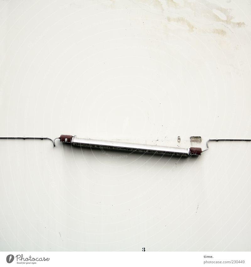 Brückentechnologie Lampe Kabel Mauer Wand hell kaputt bizarr Endzeitstimmung Fortschritt Netzwerk Schwäche Sorge stagnierend Symmetrie Vergänglichkeit