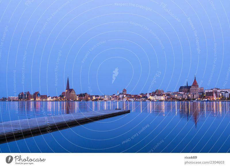 Blick über die Warnow auf die Stadt Rostock am Abend Erholung Ferien & Urlaub & Reisen Tourismus Haus Natur Landschaft Wasser Fluss Gebäude Architektur