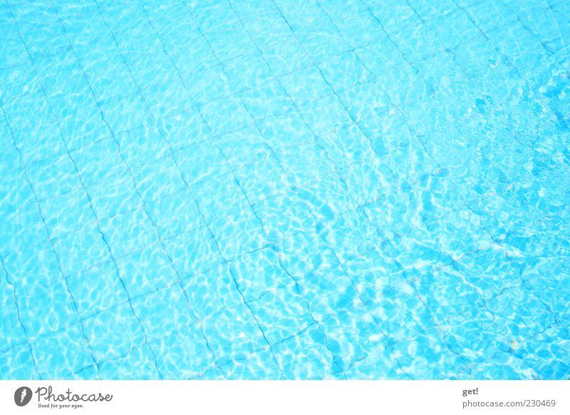 at the Pool blau Sommer Schwimmbad Fliesen u. Kacheln türkis Textfreiraum flach Wasseroberfläche Wellenform