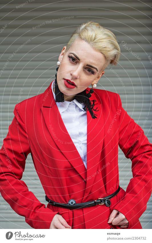 Jugendliche Junge Frau rot Erotik feminin Haare & Frisuren Mode Denken retro modern elegant blond authentisch verrückt Lebensfreude einzigartig