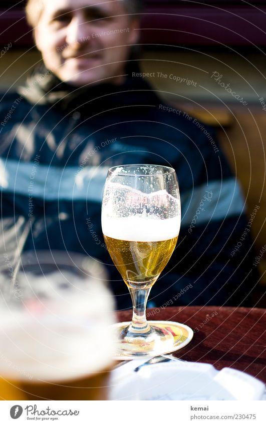 444 Biere Lebensmittel Getränk Alkohol Glas Mensch maskulin Mann Erwachsene Kopf 1 45-60 Jahre lecker Zufriedenheit Durst Alkoholsucht Bierschaum Bierglas