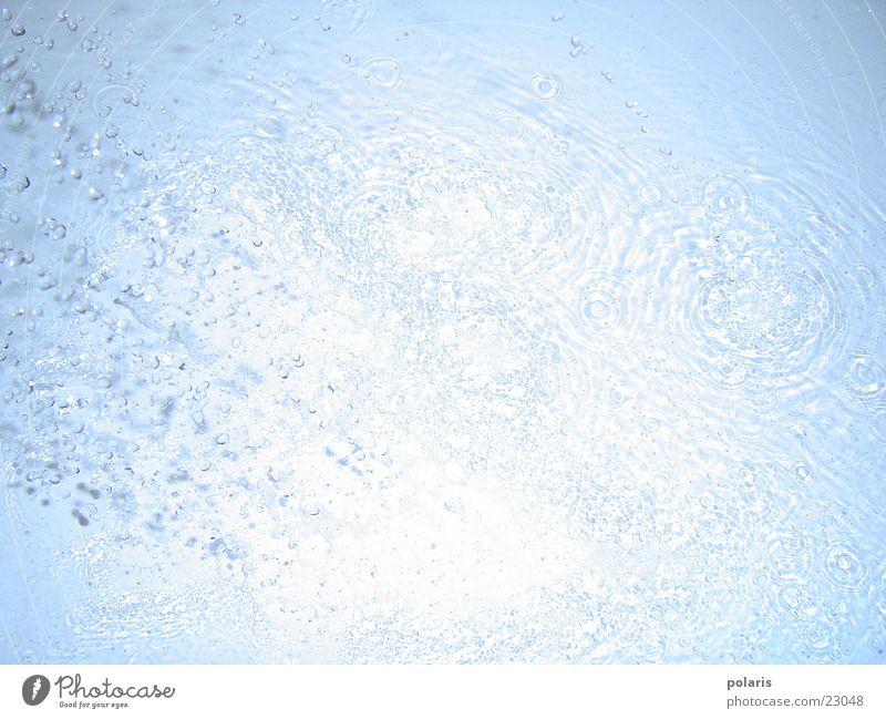 wassertropfen Wassertropfen nah Wasserstrahl Strahlung Kugel blau hellbau