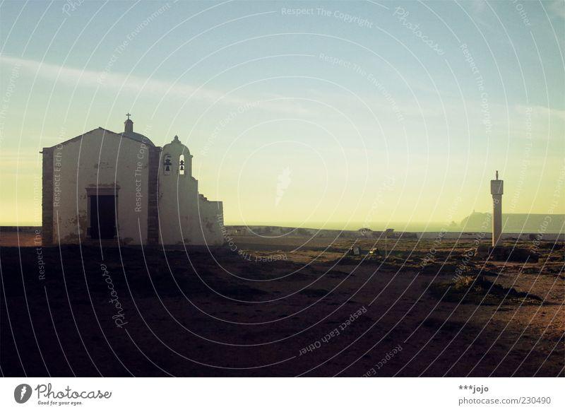 monumento nacional. Sagres Religion & Glaube Kapelle Kirche Portugal Algarve Küste Klippe cabo de são vicente Glocke Abenddämmerung Atlantik Meer Ferne Fernweh